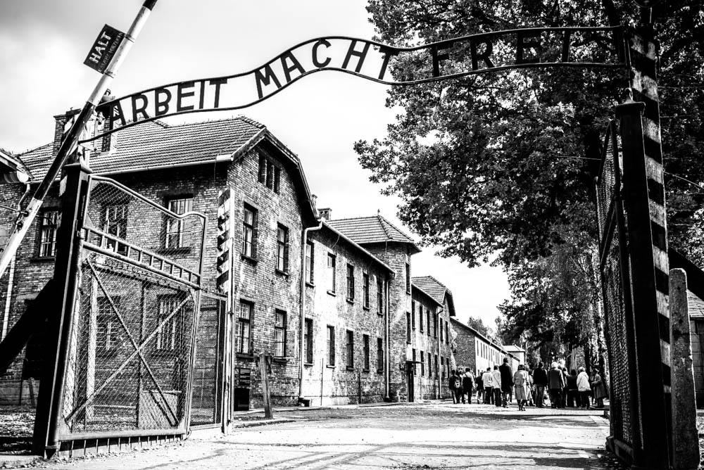 """visite Auschwitz-Birkenau - Entrée d'Auschwitz : """"Arbeit macht frei"""""""