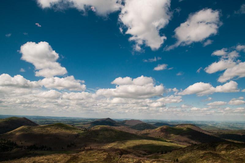 Vue depuis le Puy-de-Dôme en Auvergne © Michel Dvorak / Du Monde au Tournant