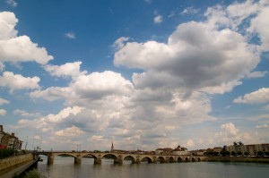 l'un des ponts de Mâcon, traversant la Loire