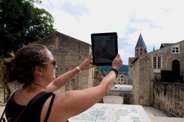voir l'abbaye de Cluny en réalité augmentée